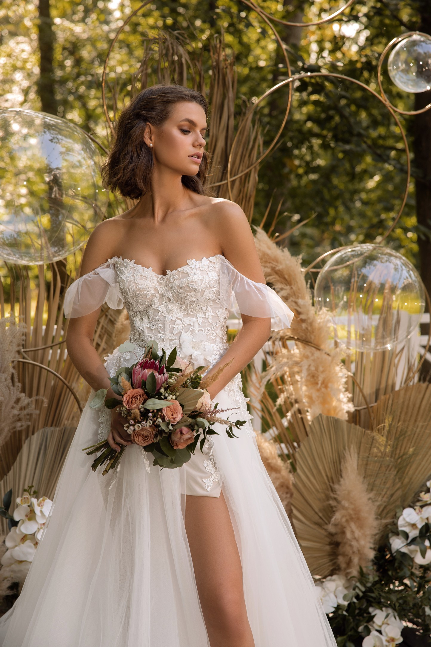 Cap Sleeve A-line Crepe Wedding Dress With Slit_3