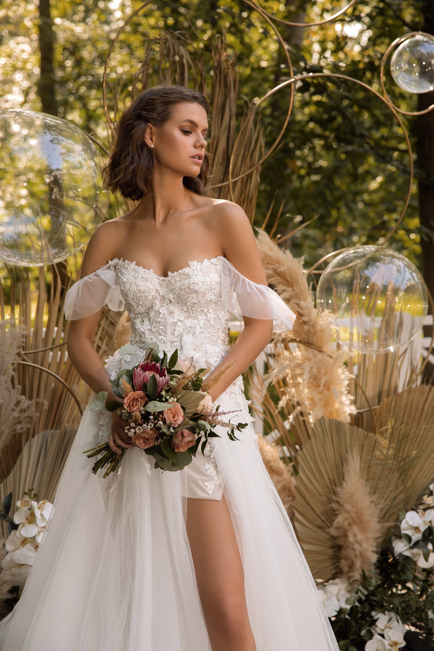 Cap Sleeve A-line Crepe Wedding Dress With Slit_6