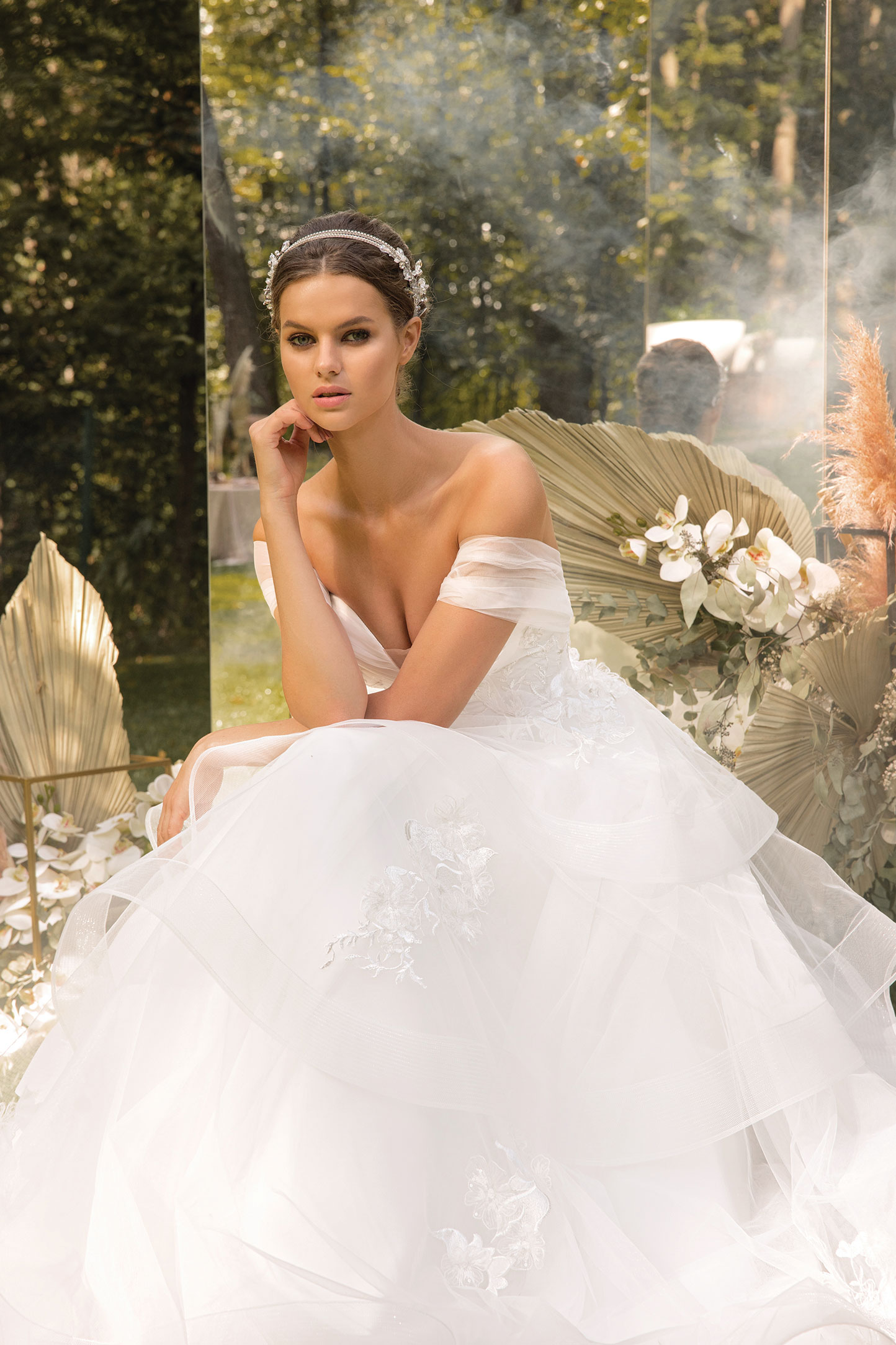 Clean-Modern-Ball-Gown-With-Wide-Straps-And-Bow_4