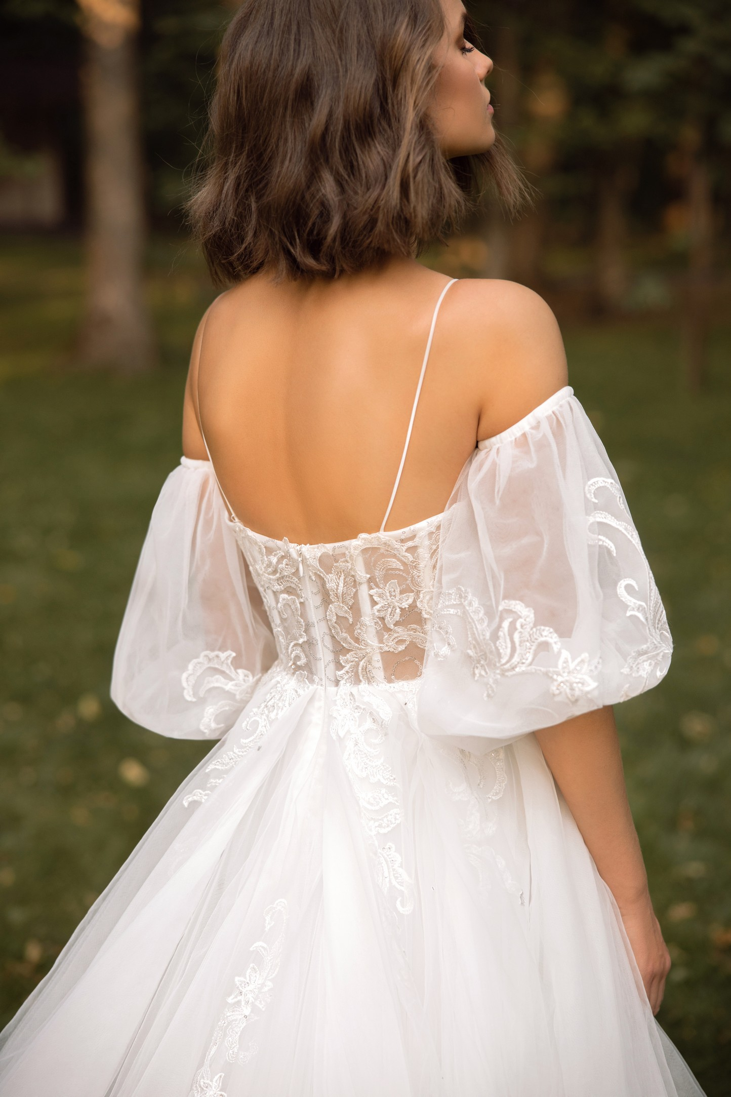 Lace Halter Neckline Fit And Flare Lace Wedding Dress With Back Detail_4