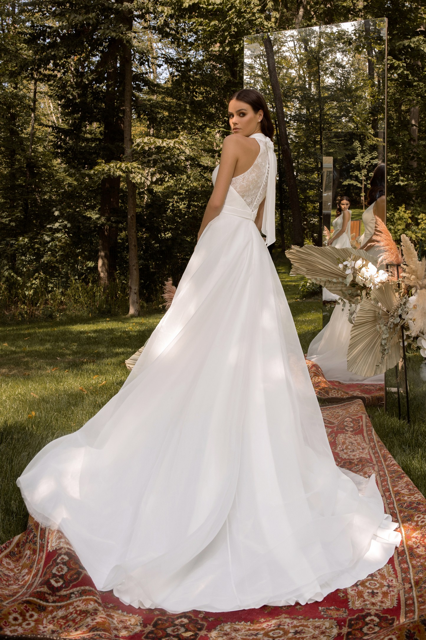 Long Sleeve Beaded Lace Bodice With Stretch Cape Skirt Wedding Dress_1